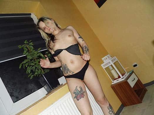 Hausfrau Sindy in Unterwäsche